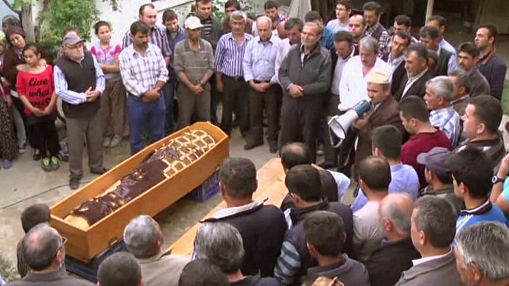 Pohřeb obětí tureckého důlního neštěstí