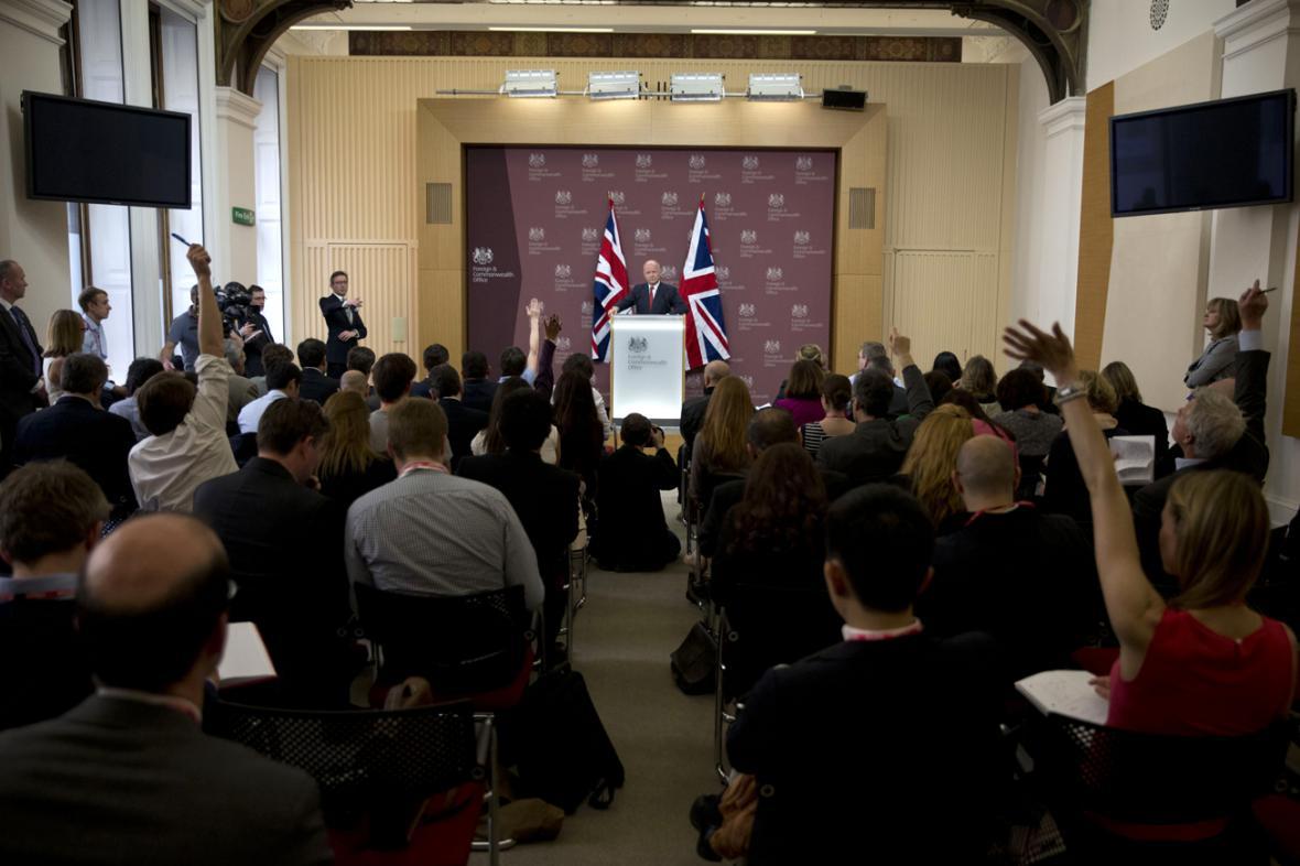 Brífink Williama Haguea po londýnské schůzce Přátel Sýrie