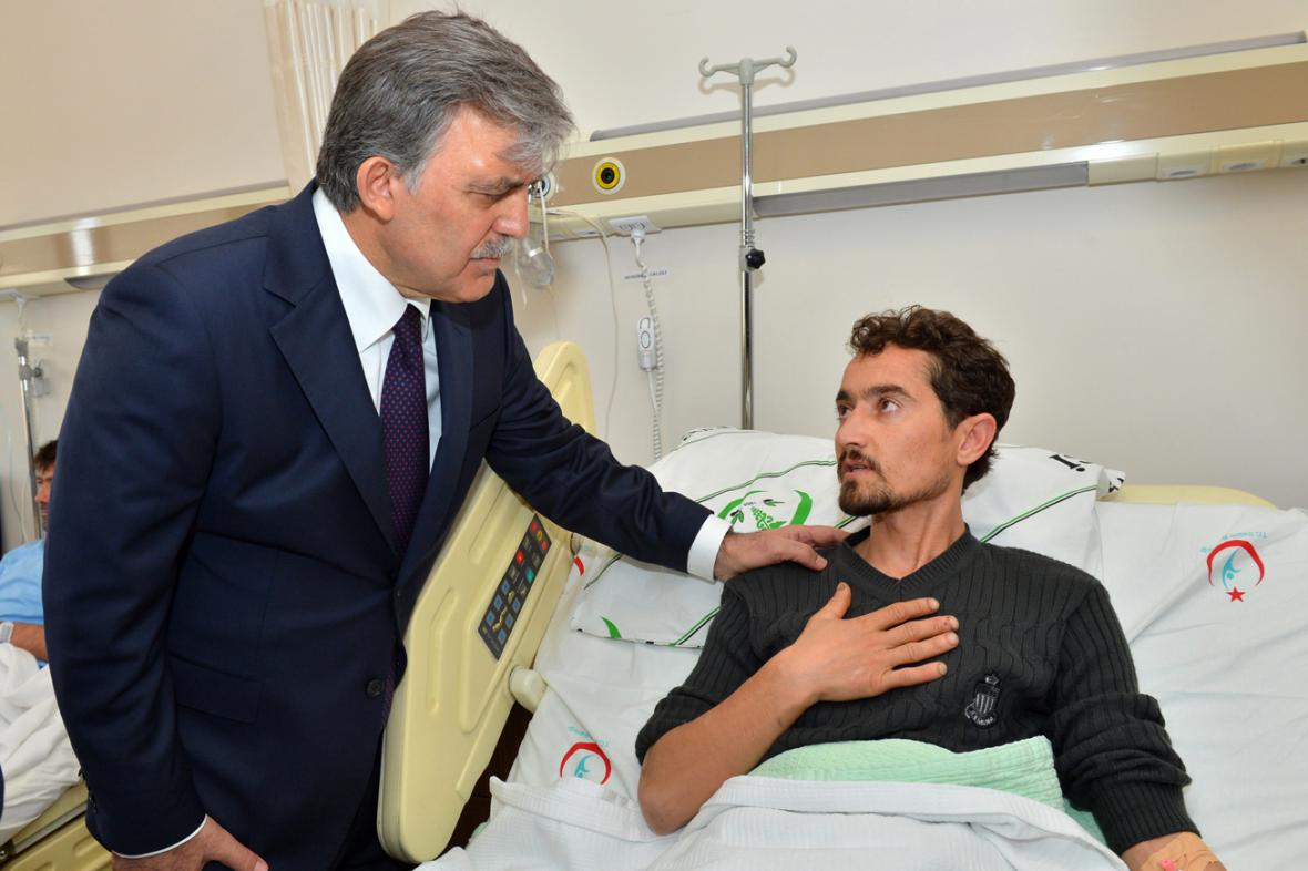Prezident Abdullah Gül navštívil v nemocnici zraněné horníky