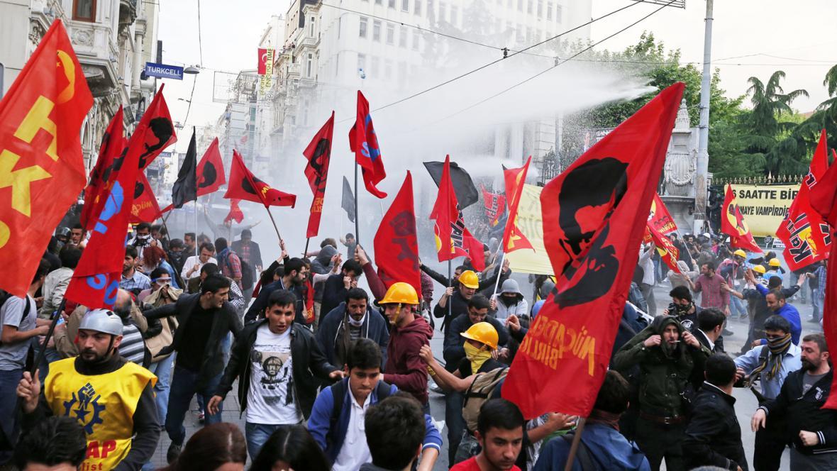 Policejní zásah proti demonstrantům v Istanbulu
