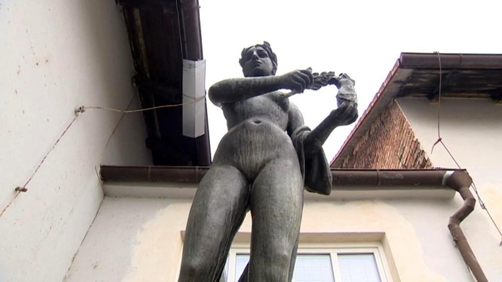 Socha od akademického umělce Břetislava Bendy