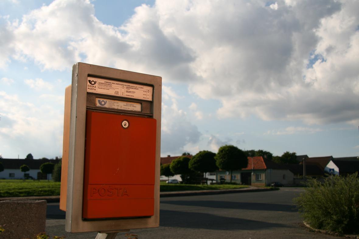Poštovní schránka na vesnici