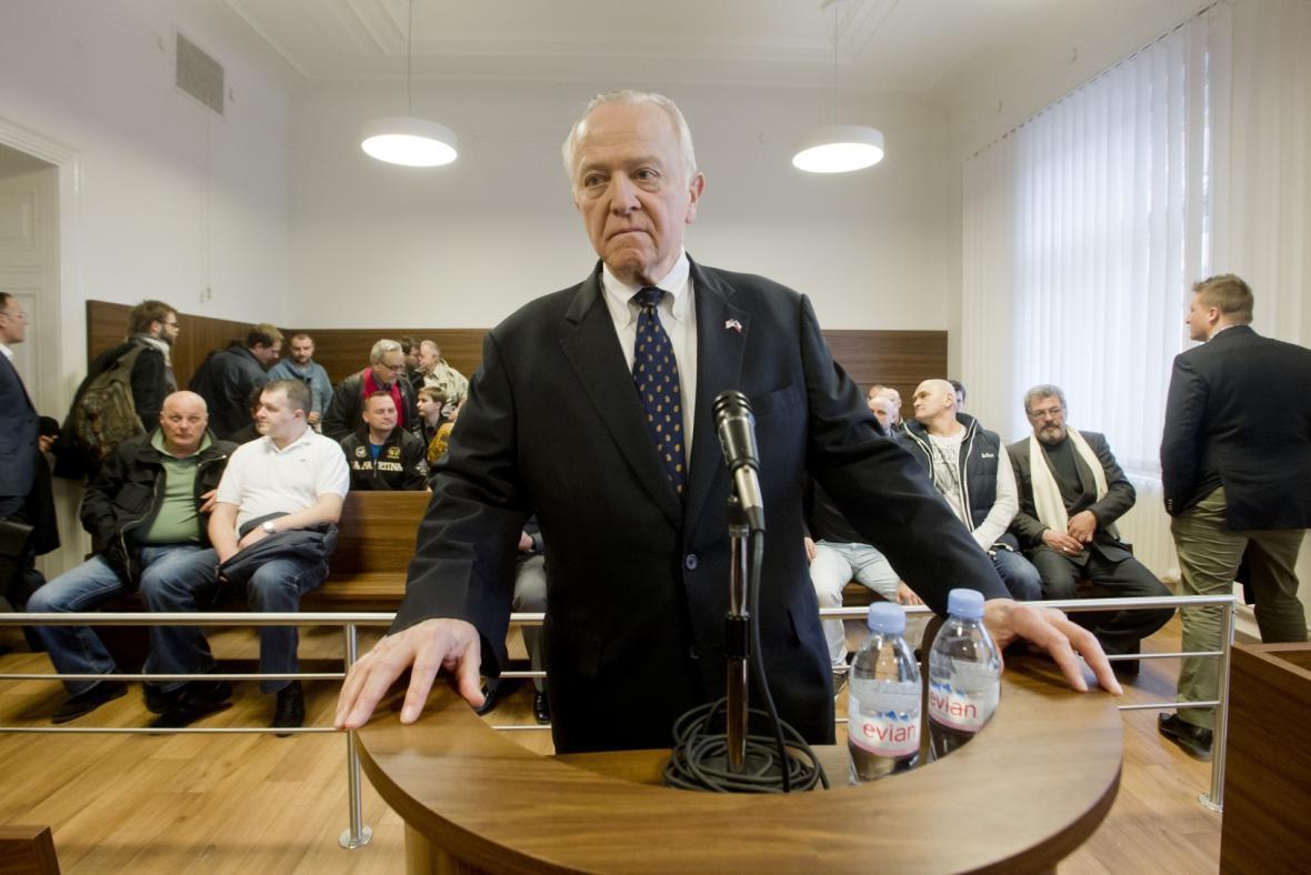 William J. Cabaniss u Městského soudu v Praze