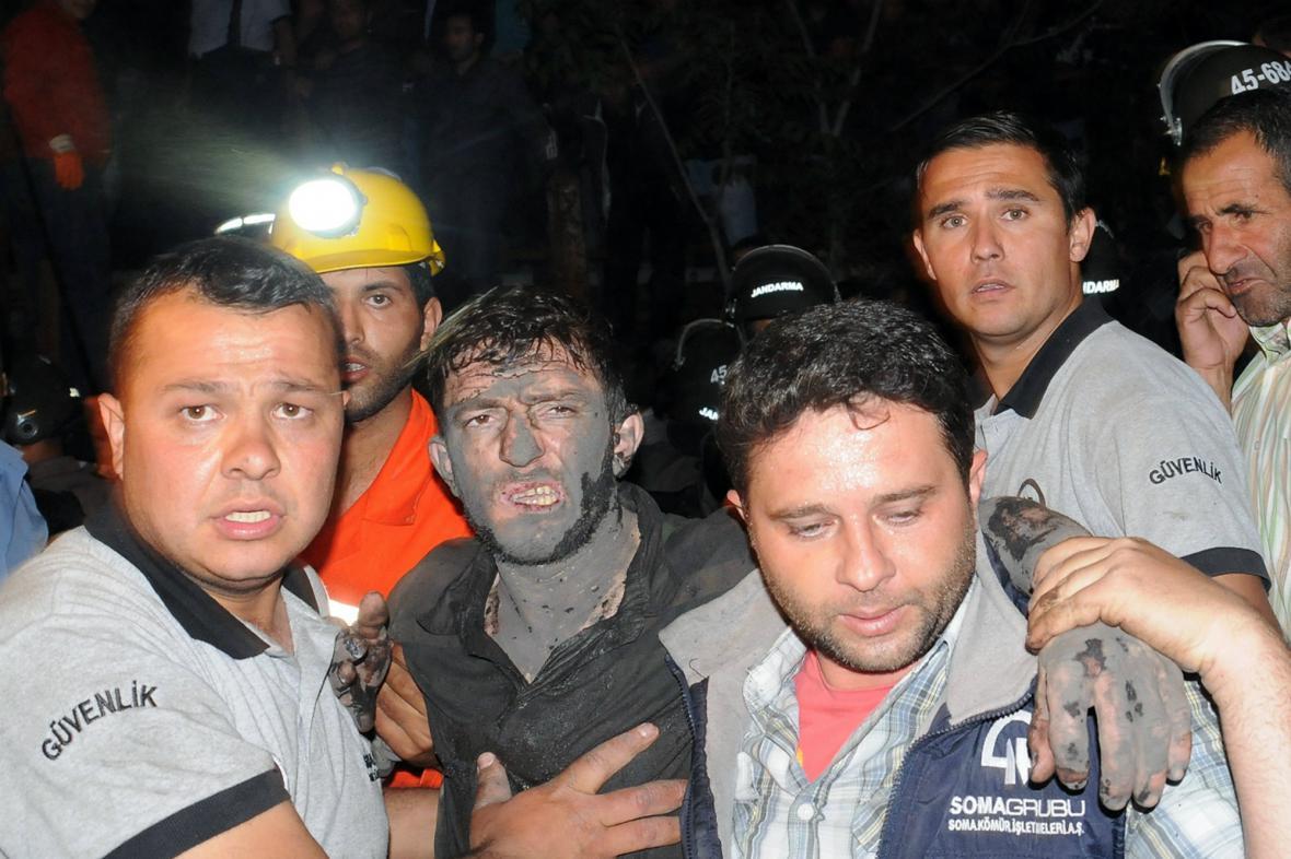 Záchranné práce po výbuchu v tureckém dole
