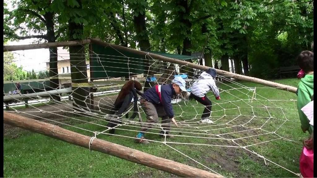 Děti si vyzkoušely pavoučí síť