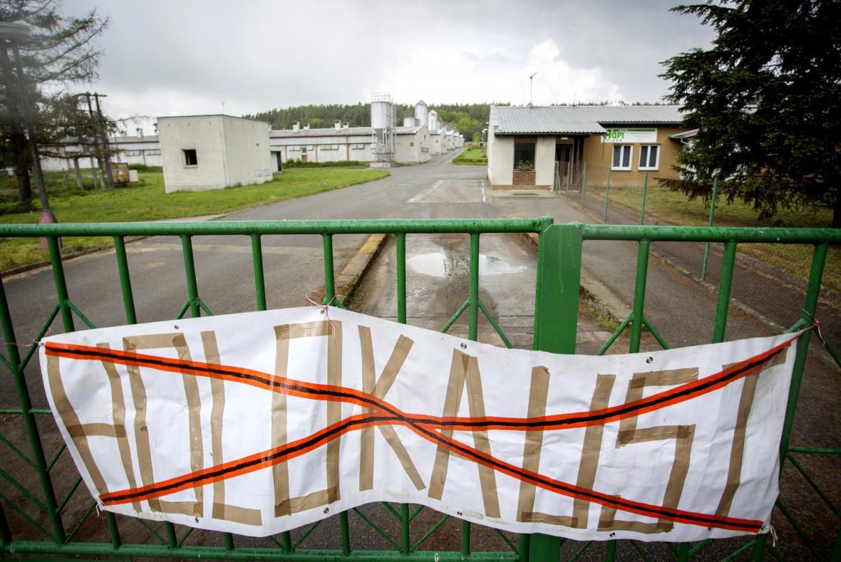Blokáda vepřína v Letech u Písku