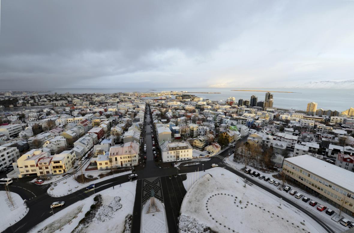 Reykjavík, Island – i když je to jedno z nejchladnějších míst v Evropě, ohřát se můžete v horkých pramenech
