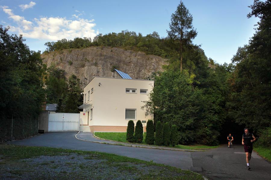 Vstup do vojenského prostoru v Prokopském údolí