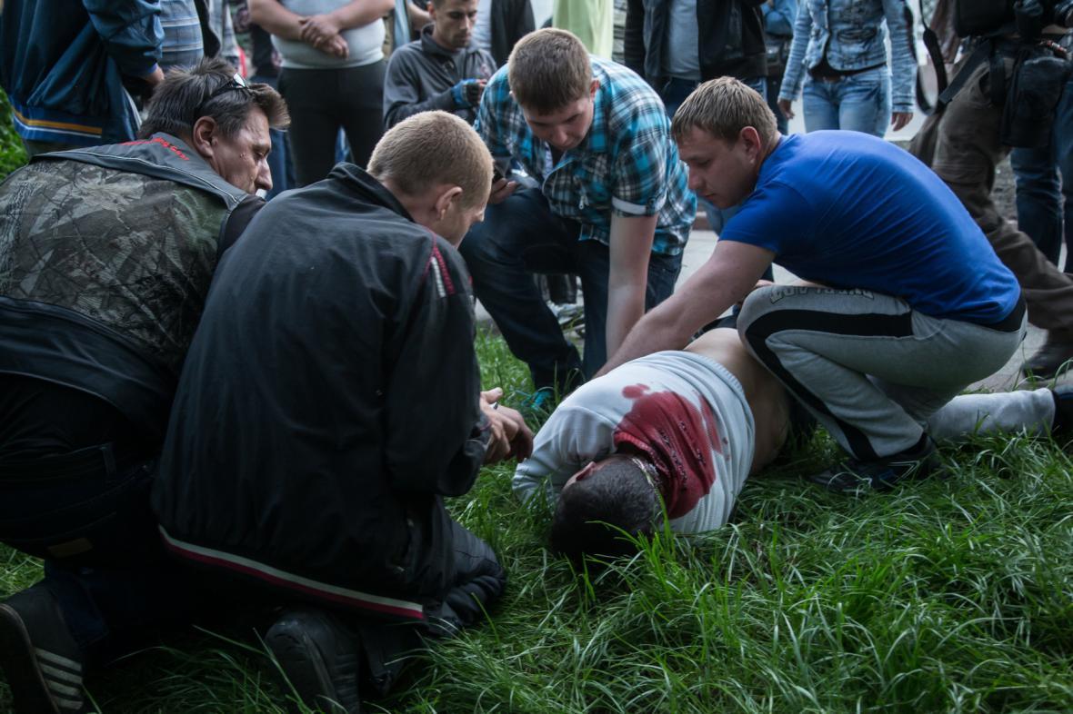 Oběť nedělní přestřelky v Krasnoarmijsku