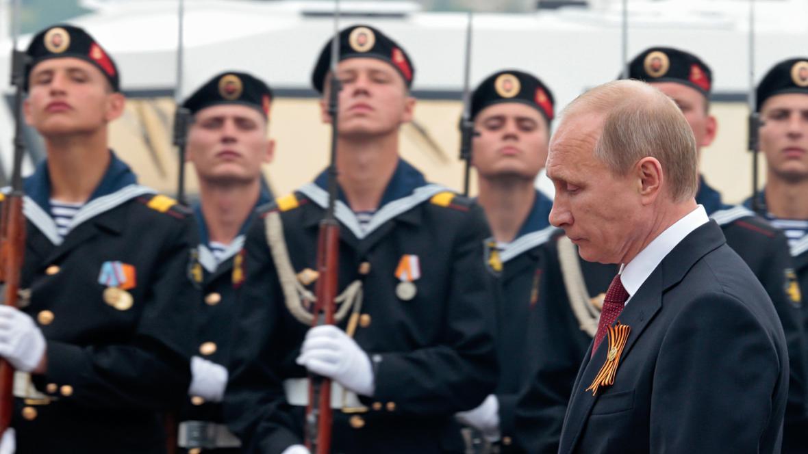 Vladimir Putin na přehlídce v Sevastopolu