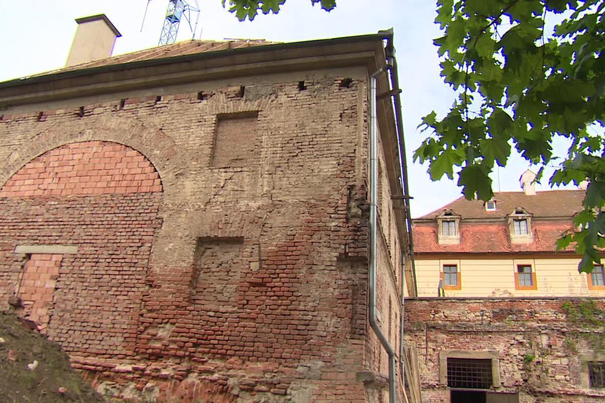 Původní zázemí divadla ve Valticích