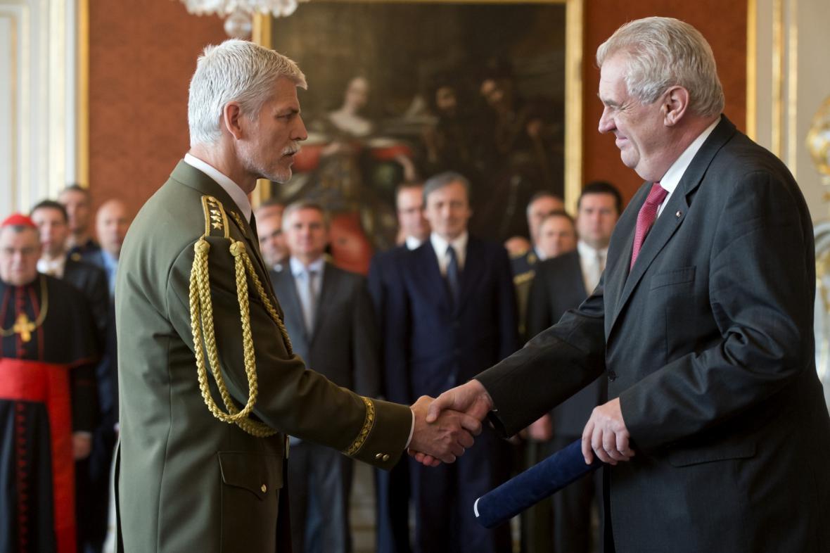 Prezident Zeman povýšil Petra Pavla na armádního generála
