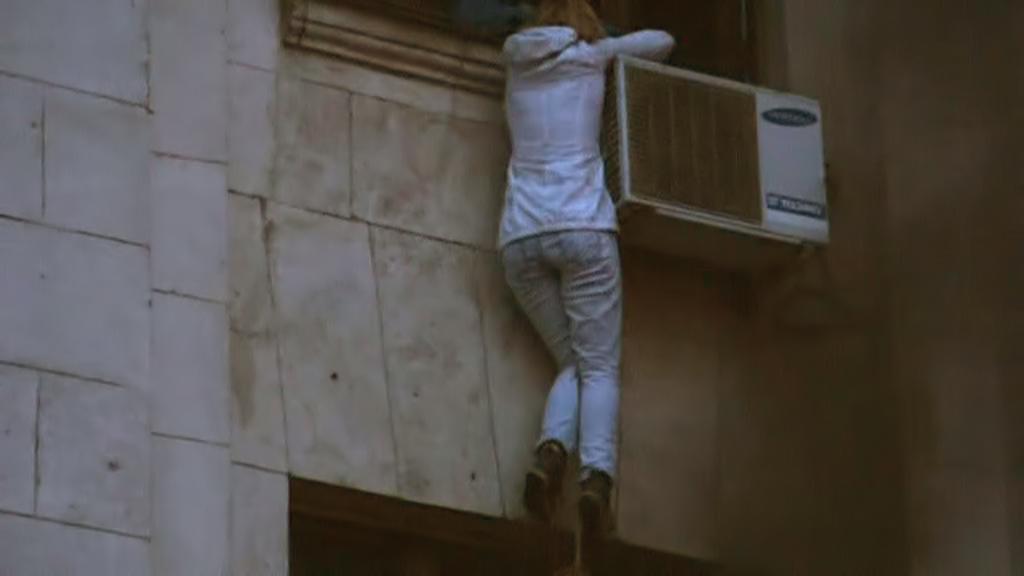 Před požárem Domu odborů v Oděse se někteří pokoušeli zachránit skokem z okna