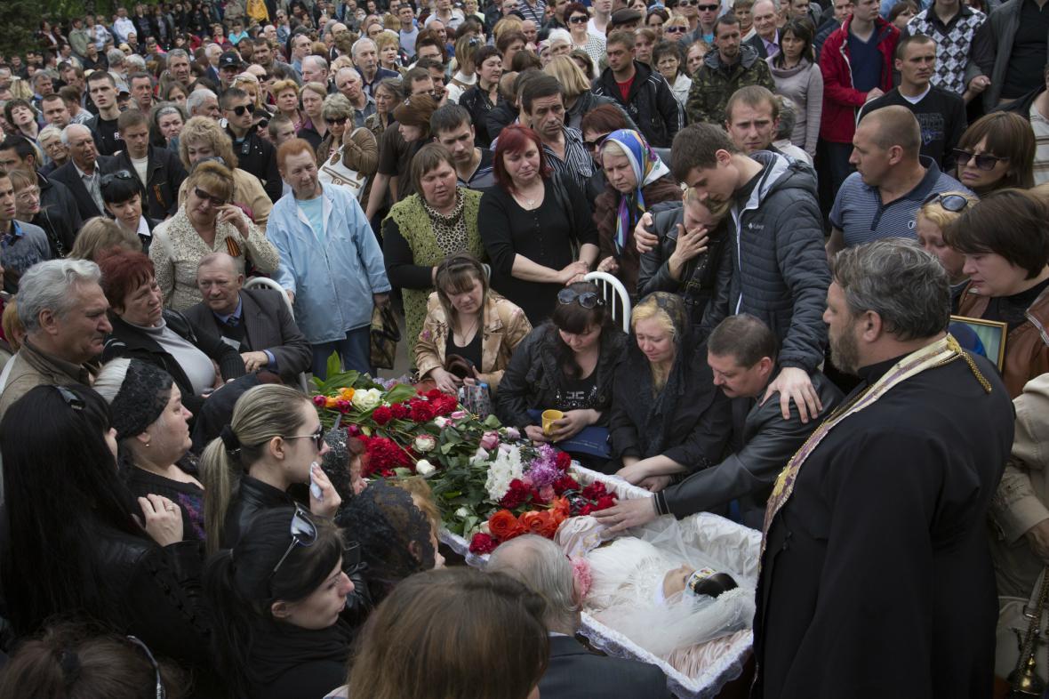 Pohřeb Julije Izotovové