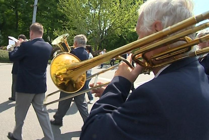 Prvomájový průvod ve Zlíně dle baťovských tradic