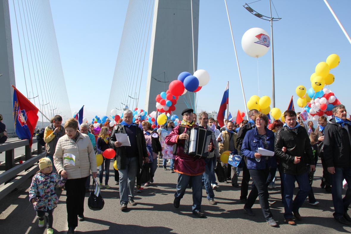 Prvomájový průvod v ruském Vladivostoku