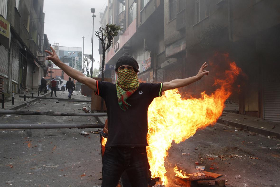 Prvomájová demonstrace v Istanbulu