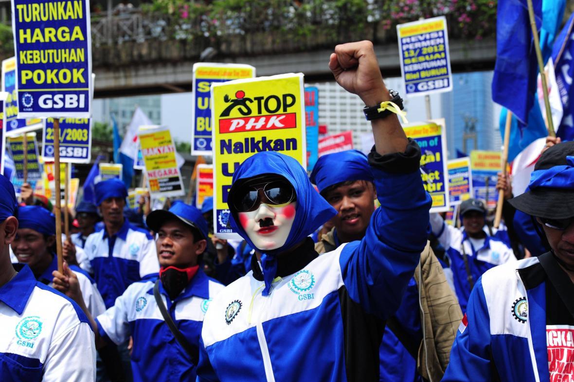 Svátek práce v Indonésii. Dělníci žádají vyšší mzdu