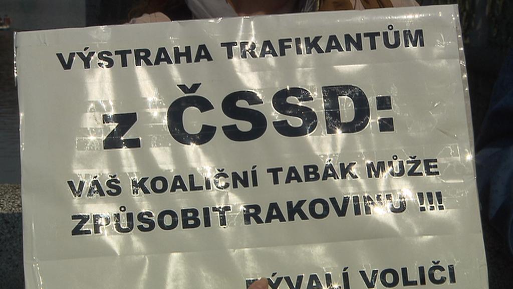 Protest proti ČSSD při oslavách Svátku práce