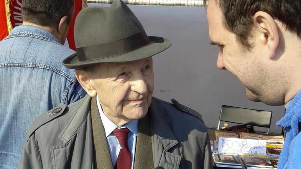 Bývalý tajemník ÚV KSČ Miloš Jakeš tradičně dorazil na oslavy 1. máje