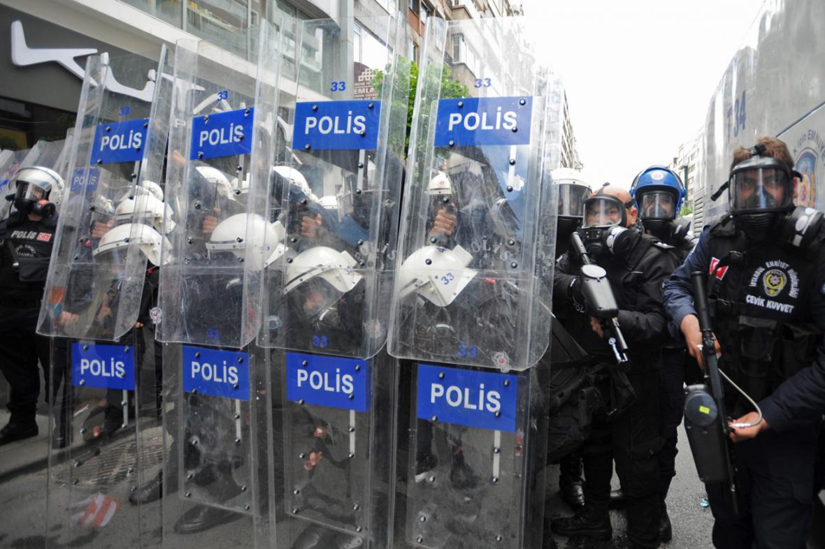 Turecká policie zasáhla proti demonstrantům v Istanbulu
