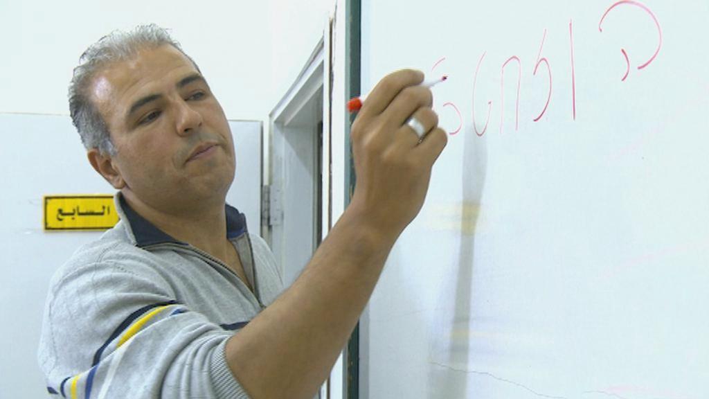 Palestinec Esmat Mansúr se živí výukou hebrejštiny