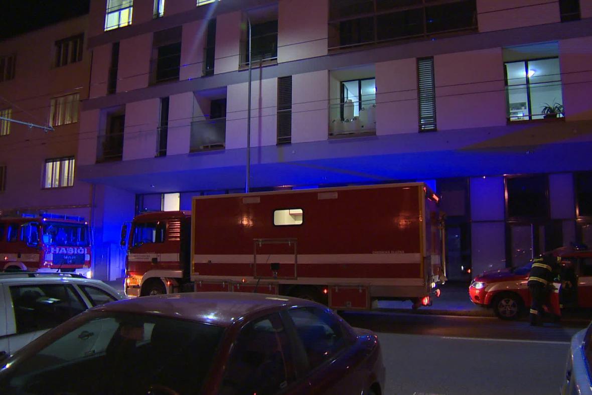 Hasiči z domu evakuovali 18 lidí