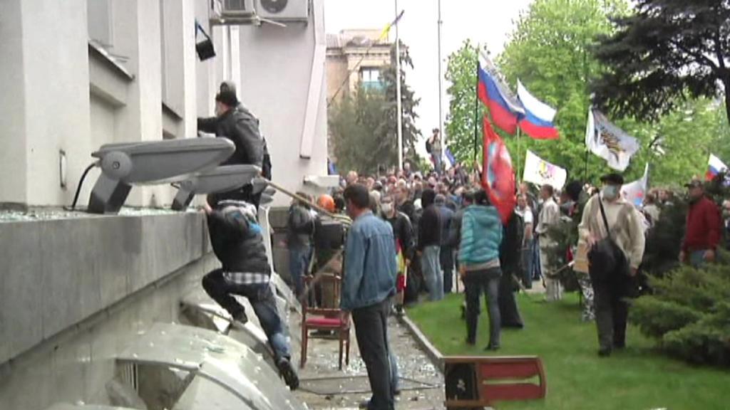 Separatisté pronikají do administrativní budovy v Luhansku
