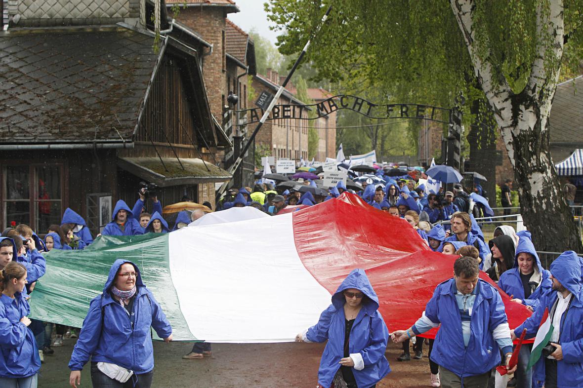 Pochod živých v Osvětimi byl letos zasvěcen maďarským Židům
