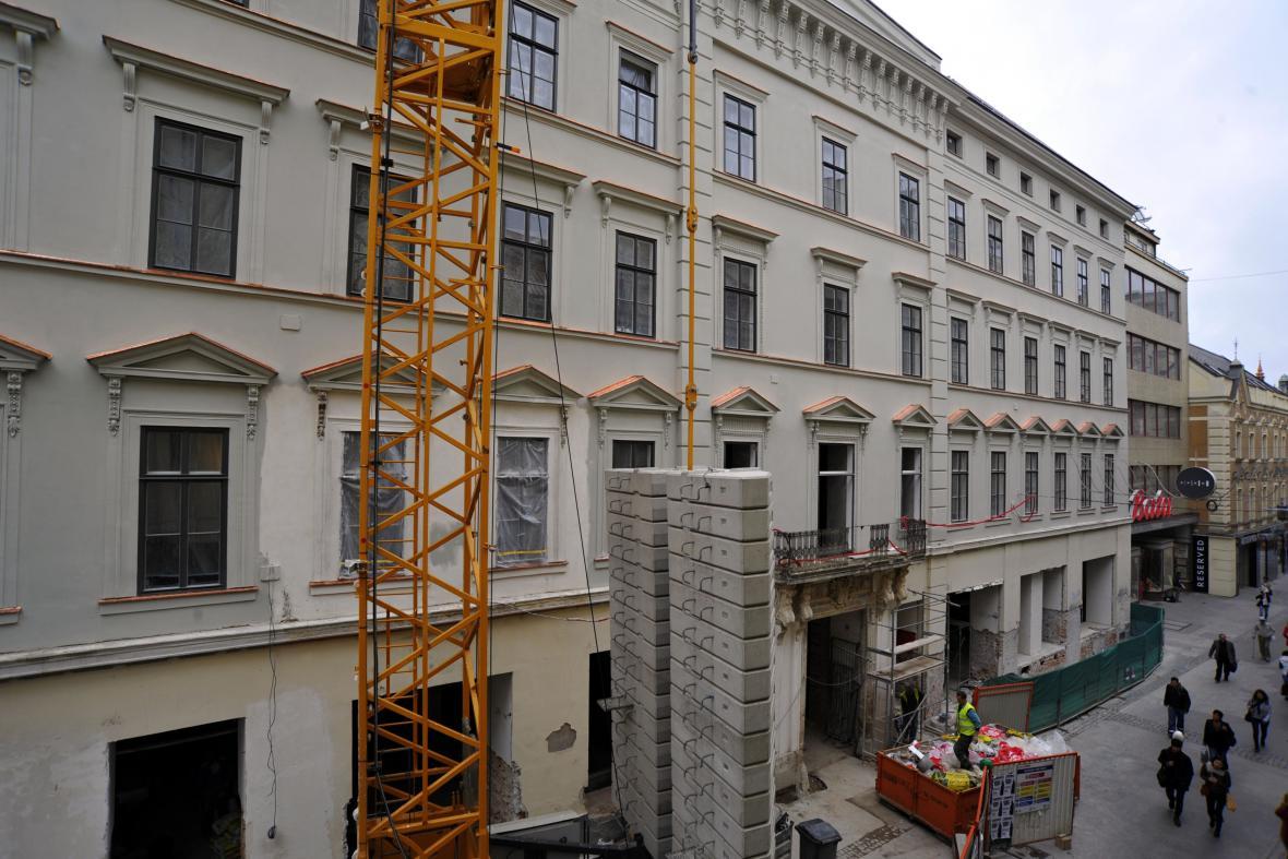 Palác Chlumeckých během rekonstrukce (září 2013)