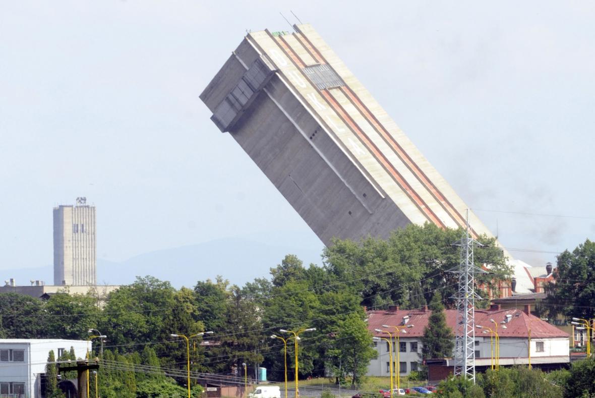 Odstřel těžní věže Dolu Dukla v Havířově - 19. 6. 2008