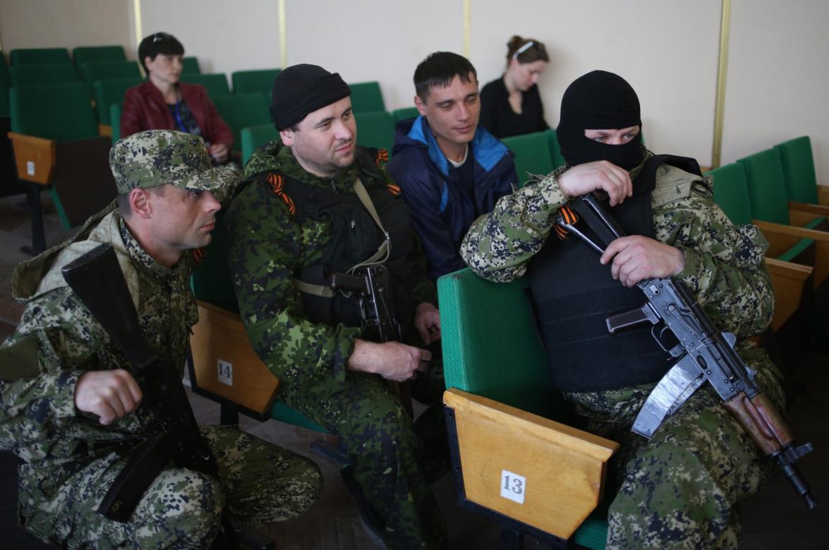 Separatisté se zadrženými členy OBSE