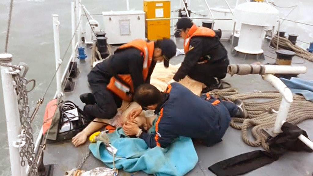 Záchranné práce po havárii trajektu