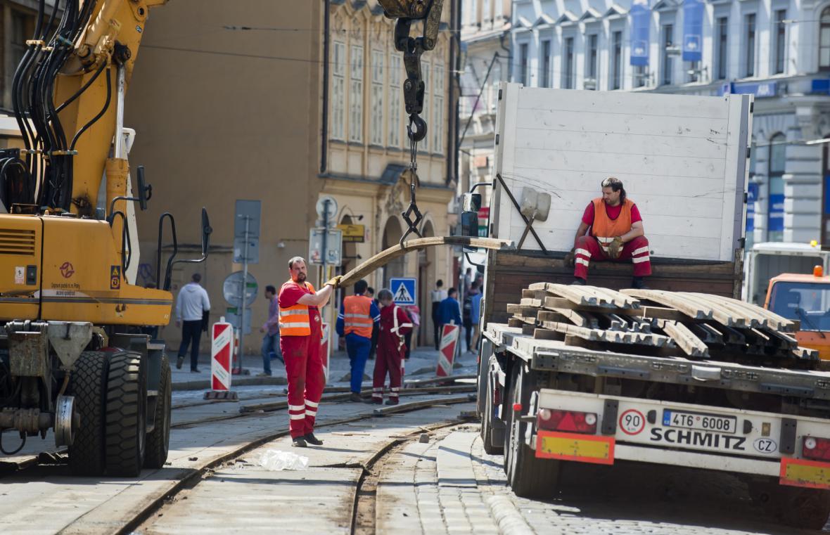 Oprava tratě ve Vodičkově ulici