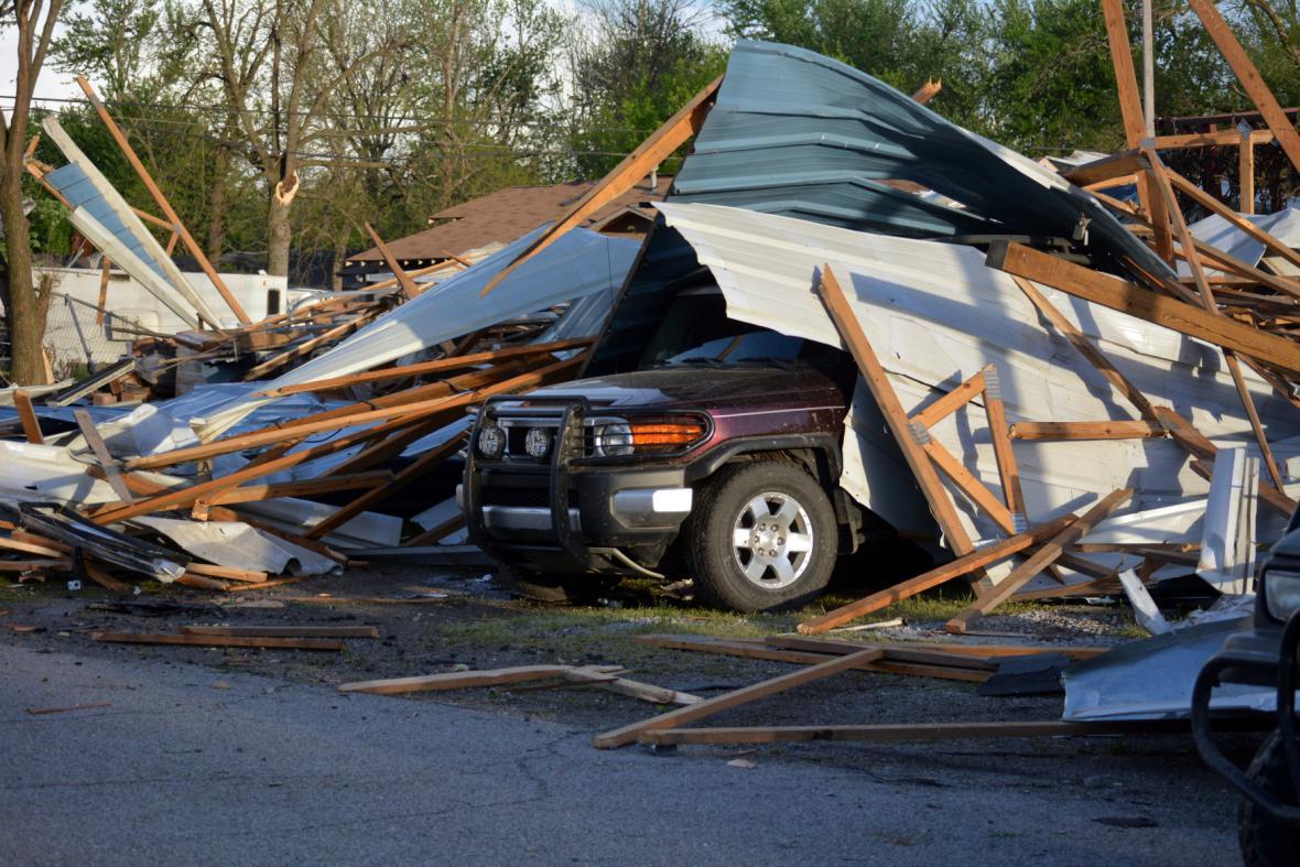 Jih a střed USA zasáhla silná tornáda