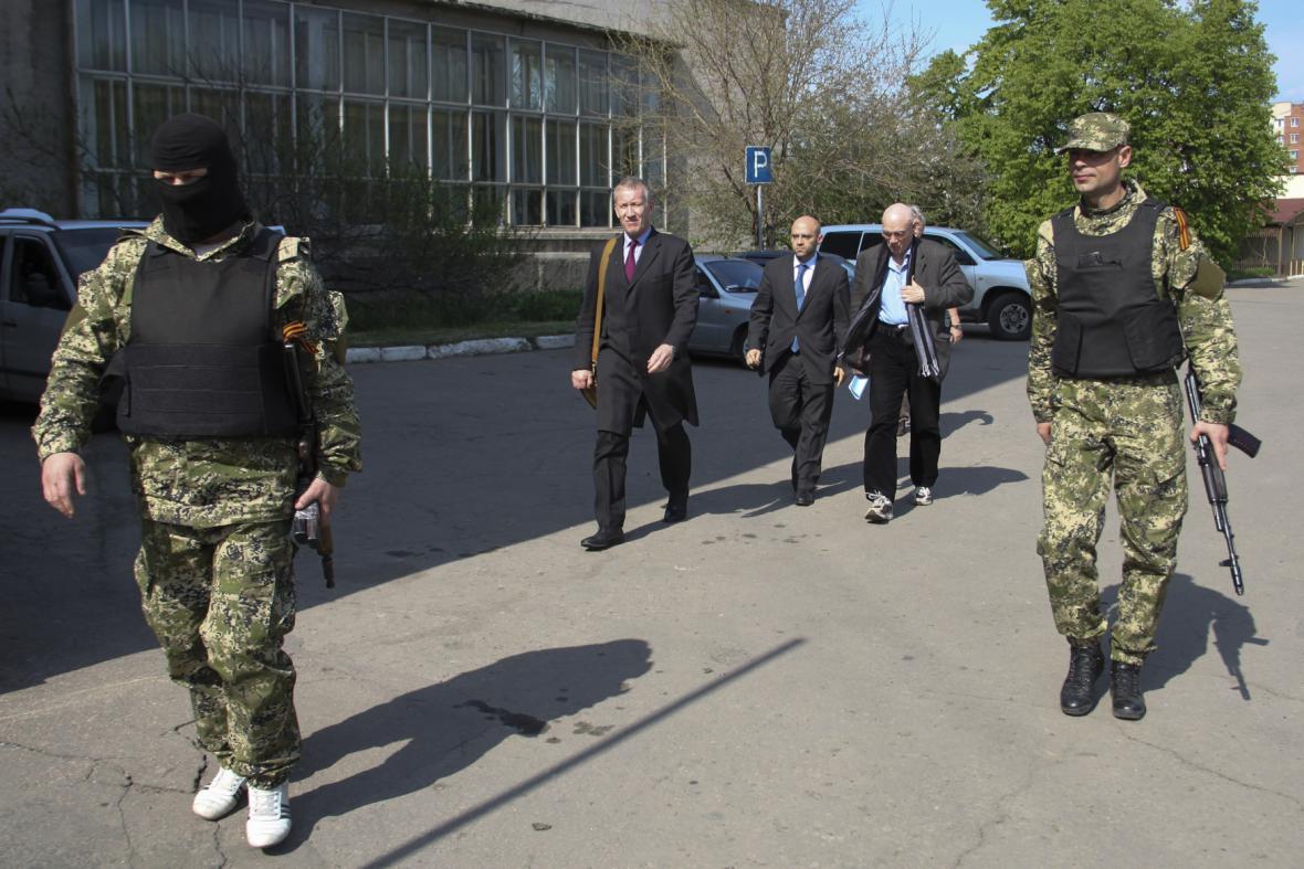Delegace OBSE, která přijela vyjednat propuštění svých pozorovatelů