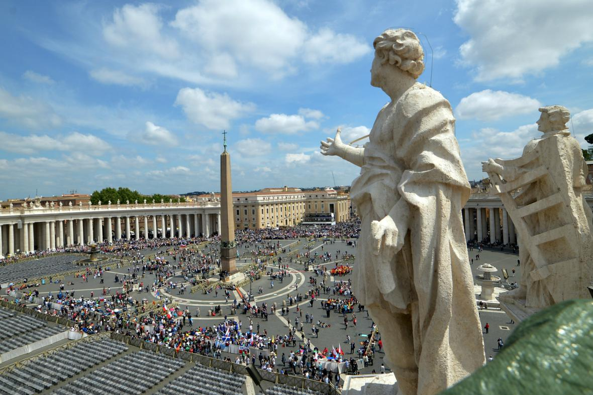Vatikán se připravuje na svatořečení dvou papežů