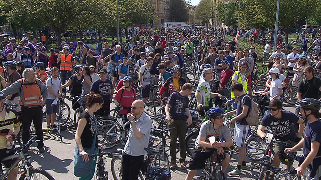 Cyklojízdy se zúčastnily stovky lidí