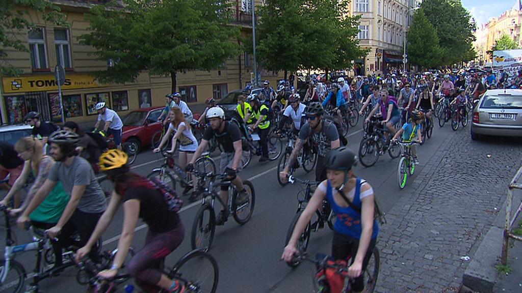 Ze startovního místa vyjelo na 2 tisíce cyklistů