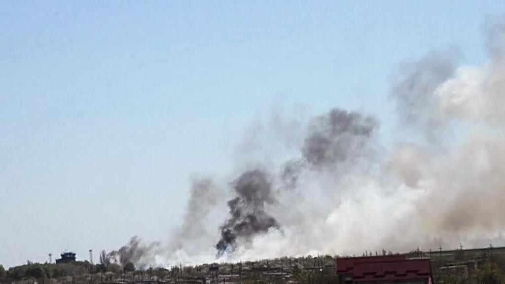 Kouř nad letištěm v Kramatorsku