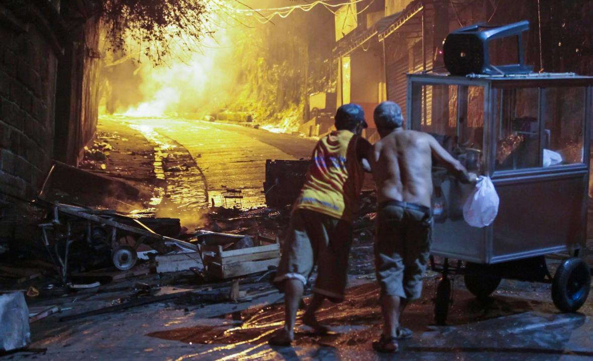 Násilnosti v chudinské čtvrti v Riu de Janeiru