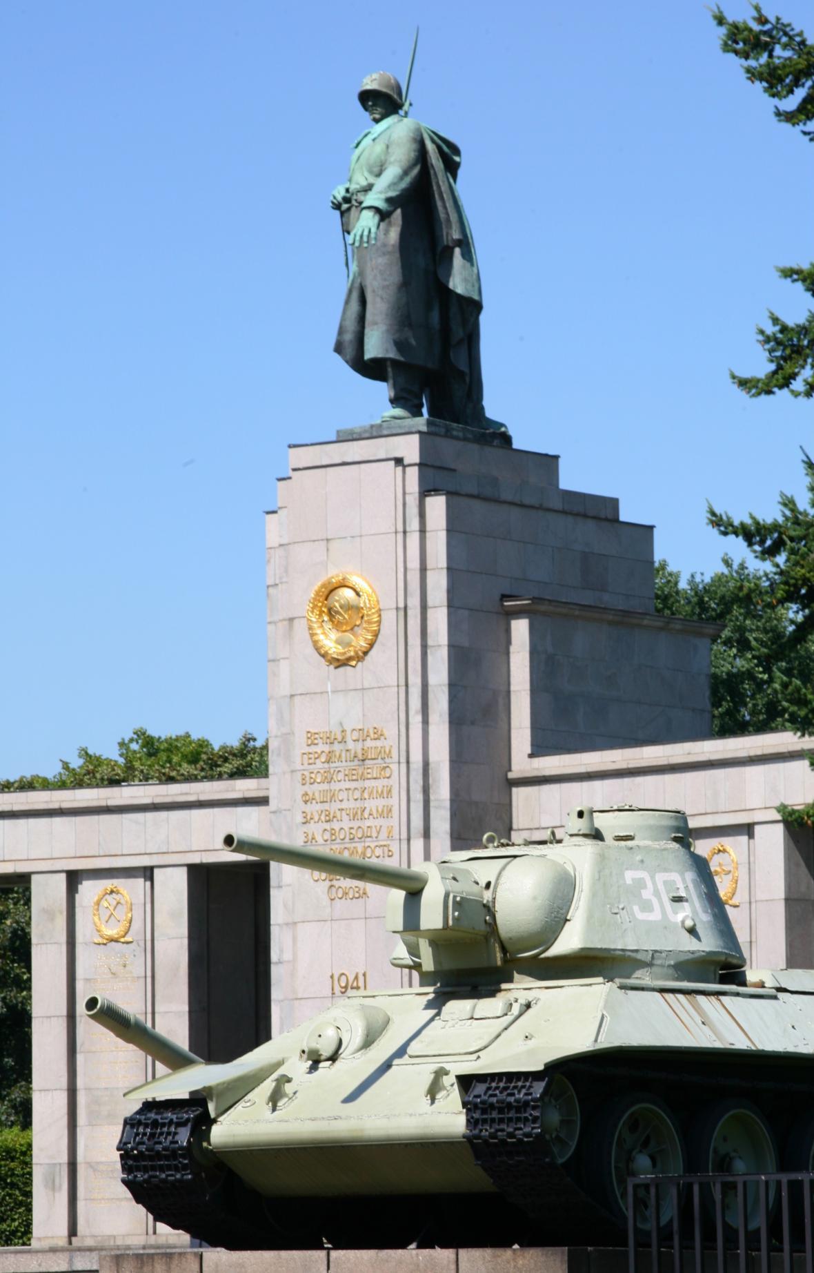 Berlínský pomník sovětským vojákům