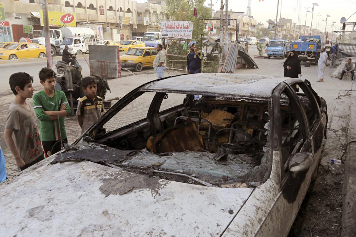Následky sebevražedného útoku v Sadrově Městě