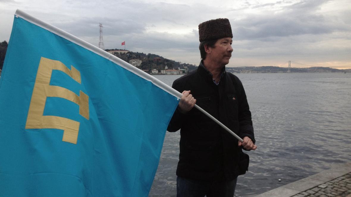Protest krymských Tatarů proti ruské anexi