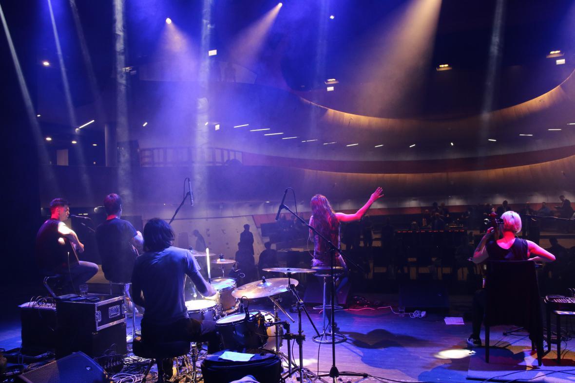 Pohled z pódia brněnského Sono centra