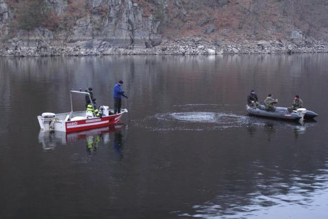 V Orlické přehradě bylo tělo zavražděného muže