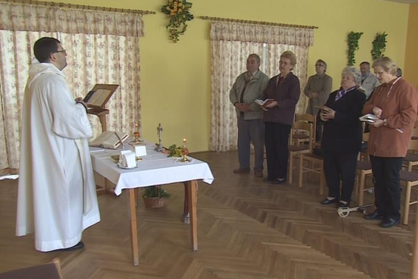 Bohoslužba v nemochovickém kulturním domě