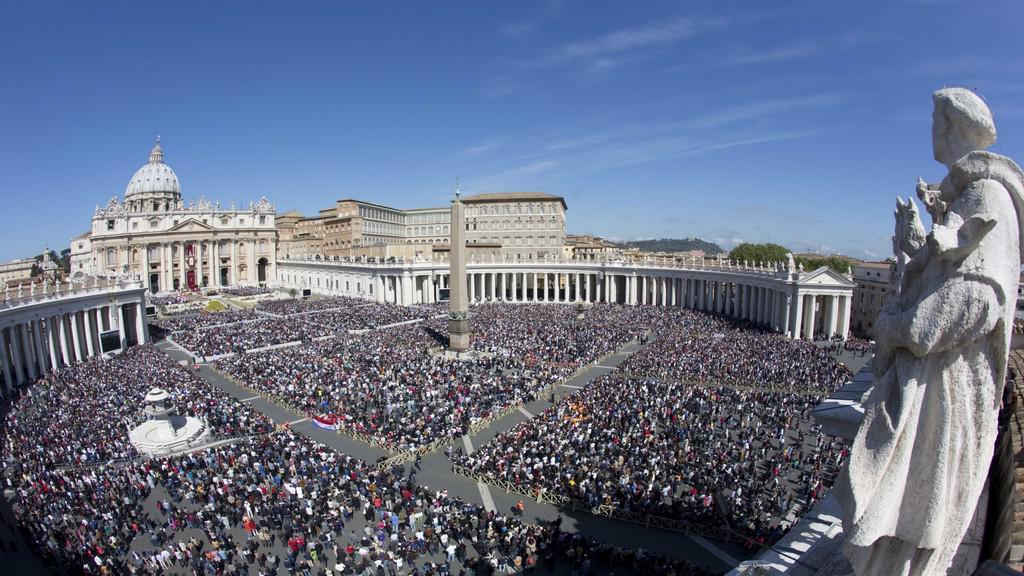Urbi et orbi si přišly poslechnout desetitisíce věřících