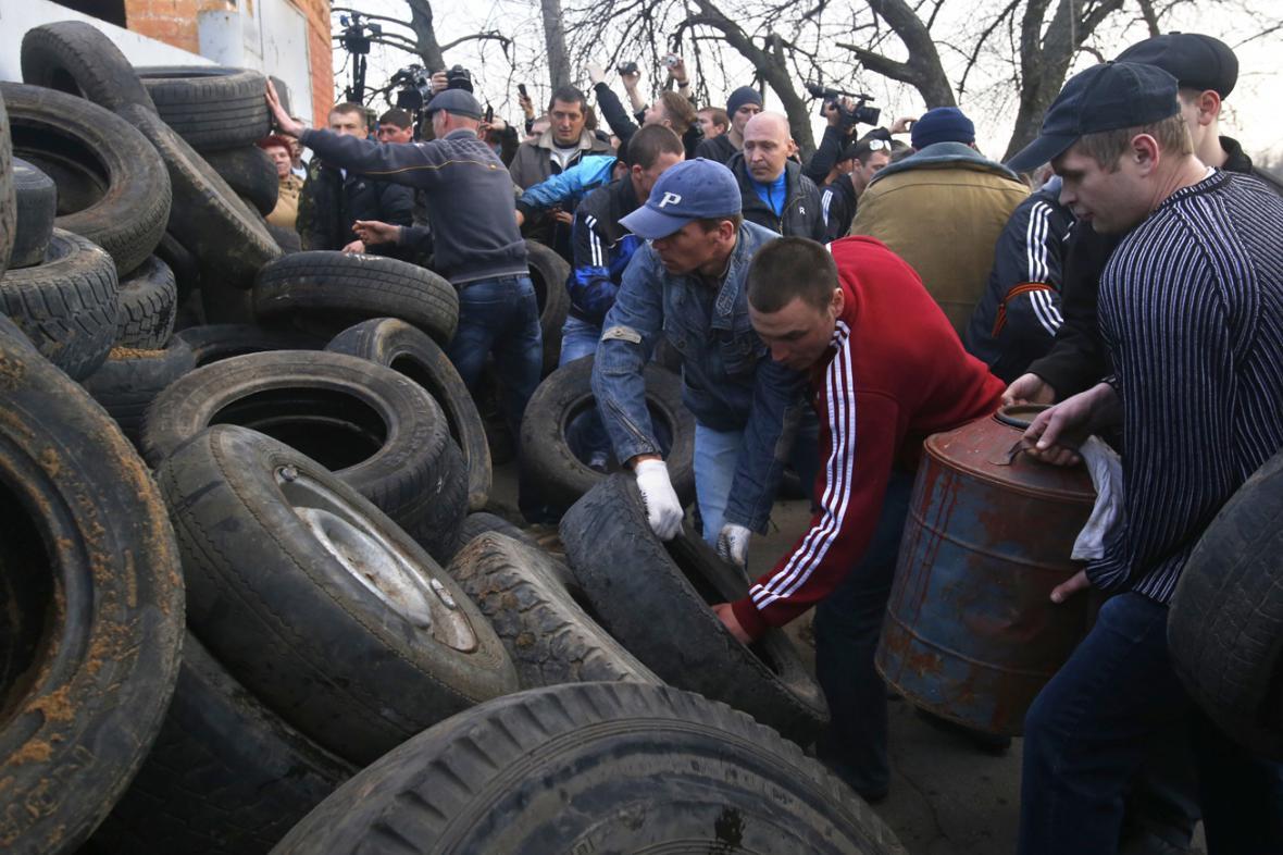 Proruští vzbouřenci v Kramatorsku