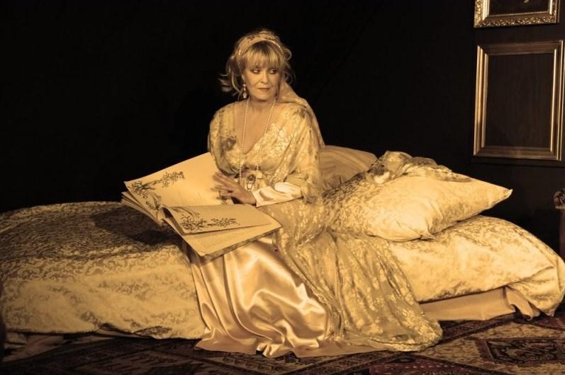 Chantal Poullainová jako Kurtizána